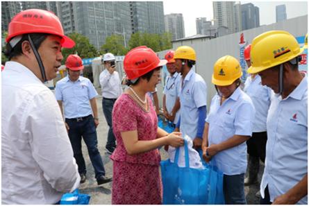 区领导慰问我公司在建工程项目部员工